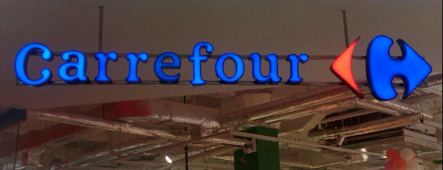 Carrefour is one of Tempat yang Disukai Claudia.