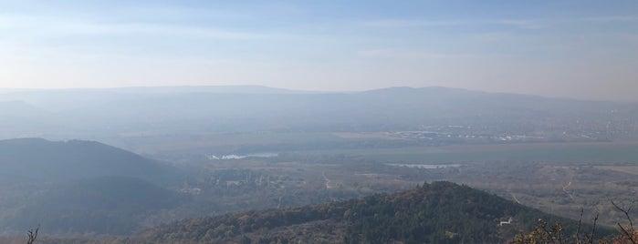 Kevély-nyereg is one of Orte, die Adam gefallen.