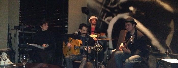 Schweppes Full Jazz Slaviero Bar is one of cwb to-do.