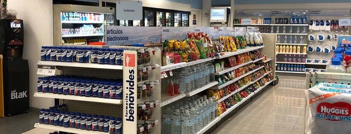 Farmacias Benavides is one of Leonelさんのお気に入りスポット.