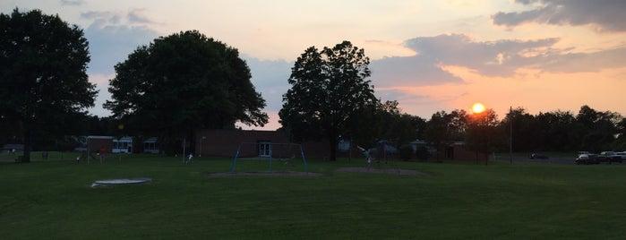 Houserville Elementary School is one of สถานที่ที่ Sarah ถูกใจ.