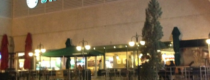 Starbucks is one of Lieux qui ont plu à M.Fuat.
