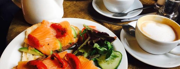 Organic Deli Cafe, Restaurant & Wholefoods Store is one of Lieux qui ont plu à Danis.