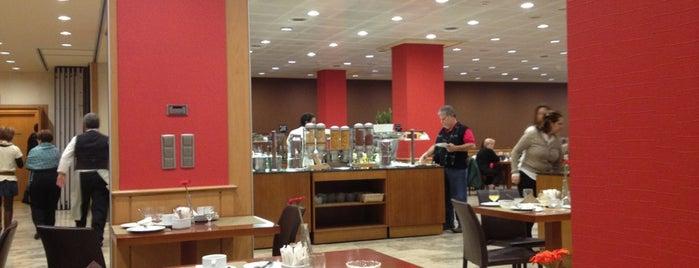 Hotel Praga is one of สถานที่ที่ Valeria ถูกใจ.