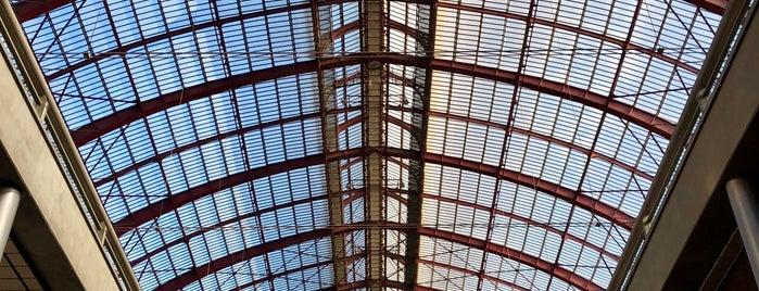 Station Antwerpen-Centraal is one of Vlad'ın Beğendiği Mekanlar.