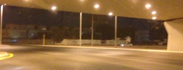 Al Amal St & Madinah St Intersection is one of Mod'un Beğendiği Mekanlar.