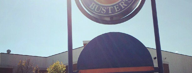 Dave & Buster's is one of Orte, die James gefallen.