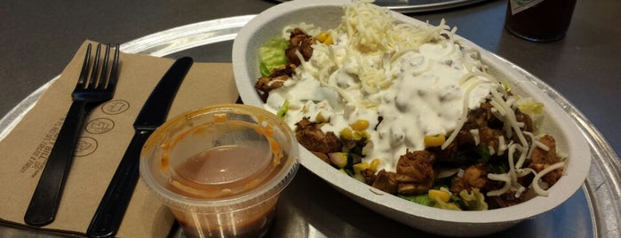 Chipotle Mexican Grill is one of tanyaさんのお気に入りスポット.