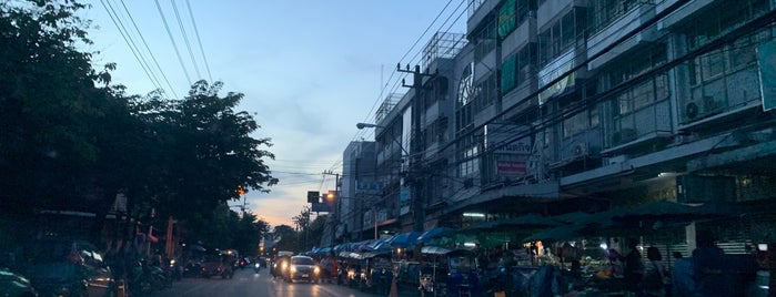 Si Ratchawat Market is one of SE Asia.