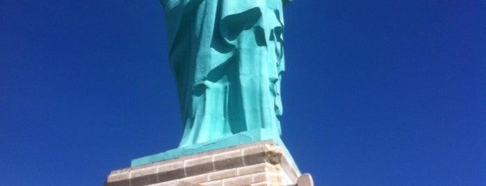 Estátua da Liberdade is one of Lieux qui ont plu à Bruna.