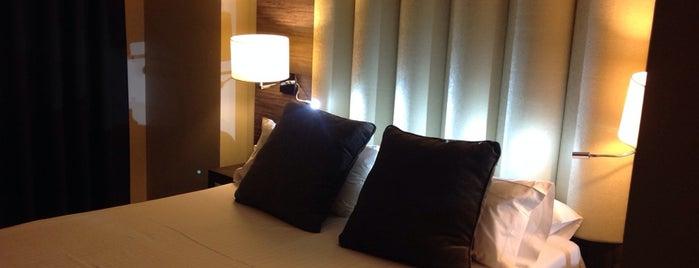 Hotel Gran Luna Granada is one of Hostelling.