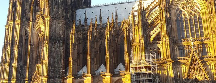 Cathédrale de Cologne is one of Go Ahead, Be A Tourist.