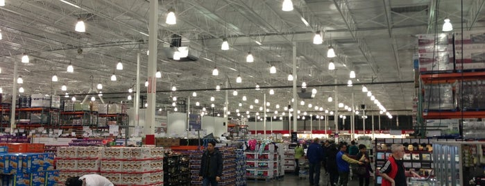 Costco is one of Locais curtidos por Moe.
