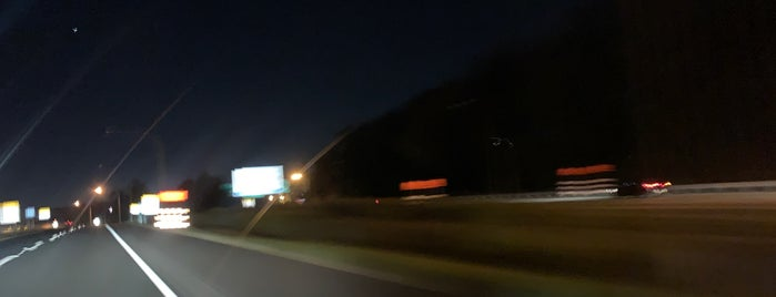 Delaware / Pennsylvania State Border is one of สถานที่ที่ Sunjay ถูกใจ.