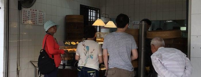 Tiong Bahru Pau & Snacks is one of Locais curtidos por Camille.