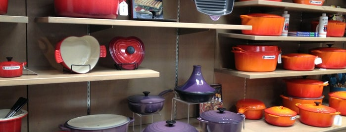Le Creuset Outlet Store is one of Posti che sono piaciuti a Amanda.