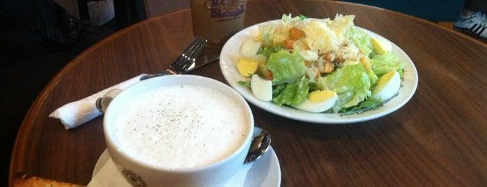 The Coffee Bean & Tea Leaf is one of Lugares favoritos de Madir.
