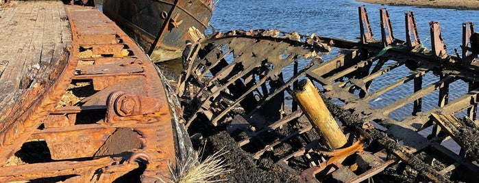 Кладбище кораблей is one of Териберка.