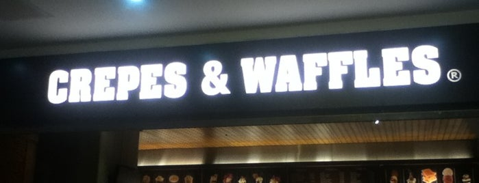Crepes & Waffles is one of Lieux qui ont plu à Mariana.