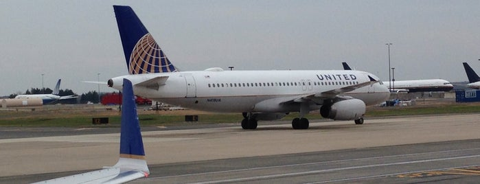 Washington Dulles International Airport (IAD) is one of Transport Hubs ✈️🚄.