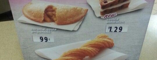 Taco Bell is one of สถานที่ที่ Andy ถูกใจ.