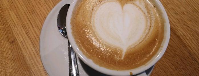 Costa Coffee is one of Lugares favoritos de Alden.