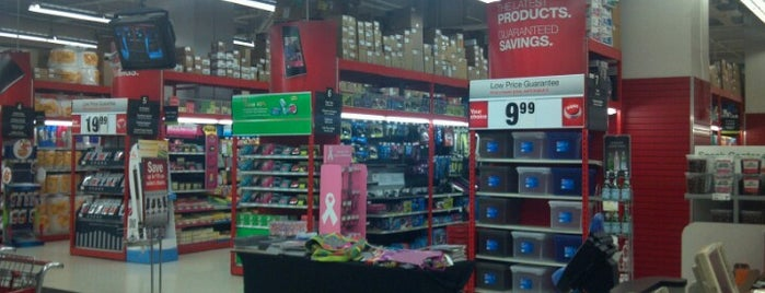 Staples is one of Lugares favoritos de Wailana.