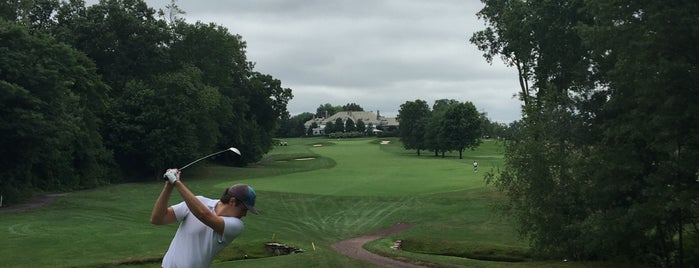Fenway Golf Club is one of Orte, die Mike gefallen.