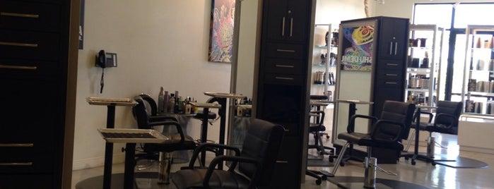 Square - Colour Salon & Spa is one of Lieux qui ont plu à Stephanie.