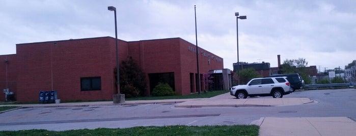 US Post Office is one of สถานที่ที่ Charlotte ถูกใจ.