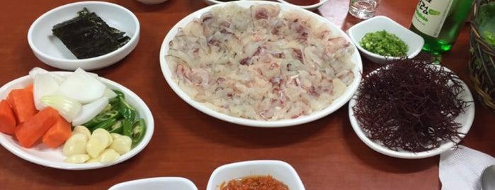 갯마을횟집 is one of seafood.