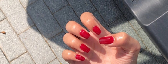 Nail Avenue By Essie is one of Dubai's must places.