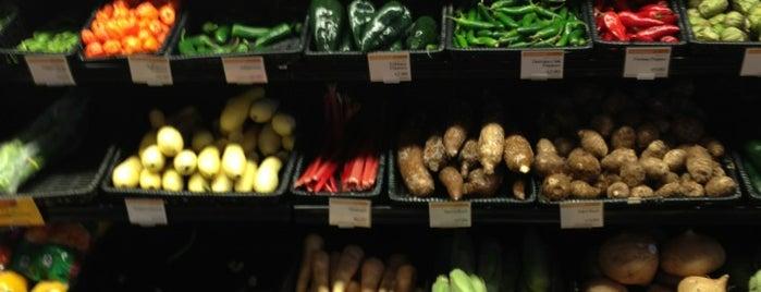 Whole Foods Market is one of Joanna'nın Beğendiği Mekanlar.