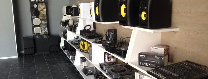 Info Music Shop is one of Tempat yang Disukai Onder.