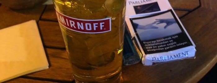 Twins Pub & Bistro is one of Posti che sono piaciuti a Bay Feridun.