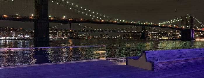 The Heineken River Lounge at Pier 17 is one of Lugares favoritos de Amaury.