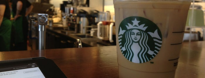 Starbucks is one of Locais curtidos por Vicky.