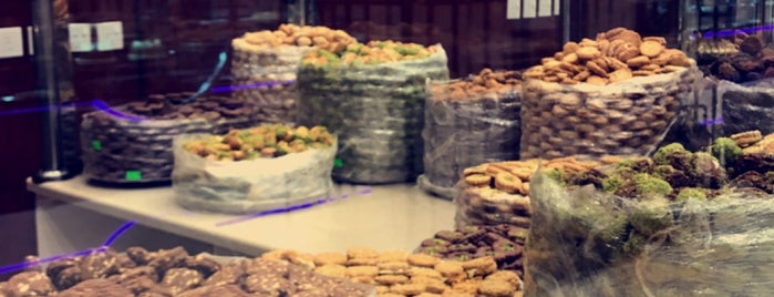 Taiba Bardisi Pastries is one of Lugares favoritos de Noura.