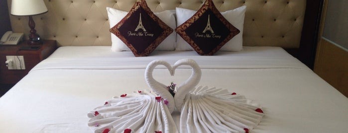 Paris Hotel is one of Yanaさんのお気に入りスポット.