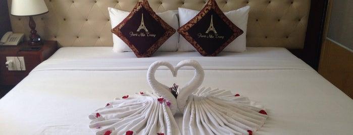 Paris Hotel is one of สถานที่ที่ Yana ถูกใจ.
