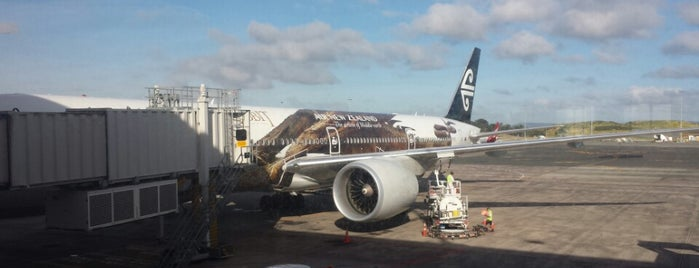 Auckland Airport (AKL) is one of Locais curtidos por Alan.