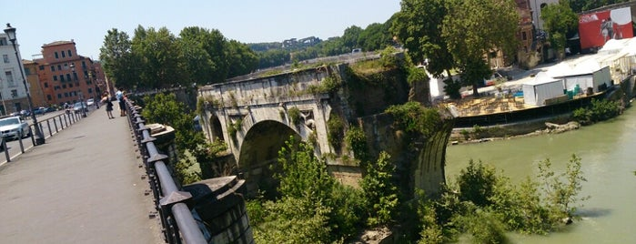 Ponte Palatino is one of Supova in Roma.
