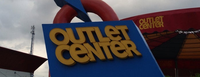 Outlet Center is one of Orte, die Kenan gefallen.