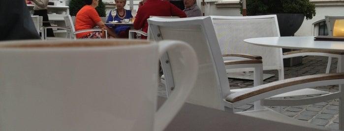 Café Impérial is one of Orte, die Arsentii gefallen.
