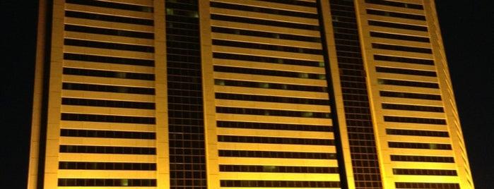 Gold Strike Casino Resort is one of Tempat yang Disukai Annemarie.