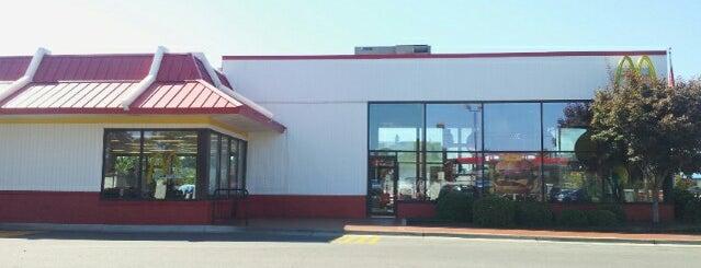 McDonald's is one of J'ın Beğendiği Mekanlar.