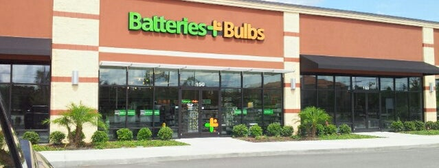 Batteries Plus Bulbs is one of Lugares favoritos de Carlo.