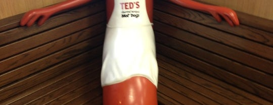 Ted's Hot Dogs is one of Orte, die Jennifer gefallen.