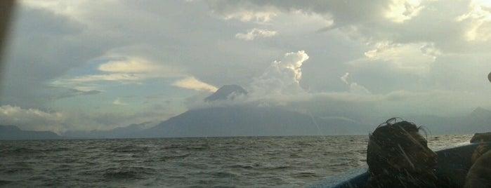 Lago Atitlán is one of Lo Mejor de Guatemala.