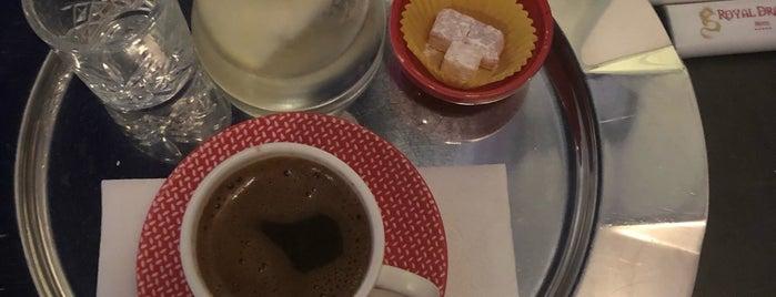 Cafe Mocassini is one of Özge'nin Beğendiği Mekanlar.